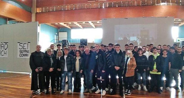 La foto di gruppo nel ricordo di Leonardo