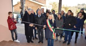 L'inaugurazione della scuola dopo i lavori di riparazione del danno