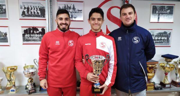 Da sinistra: il tecnico dei Giovanissimi, Corradini, il portiere Cardorani e il responsabile del settore, Tombolini