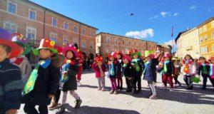 Un gruppo dei tanti bambini che hanno partecipato all'iniziativa