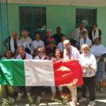 Il gruppo di volontari con padre Gianni Pioli