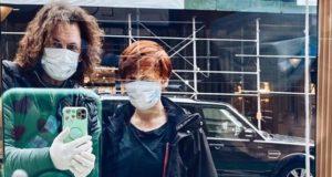 Mafalda gira per le vie di New York con la mascherina e i guanti
