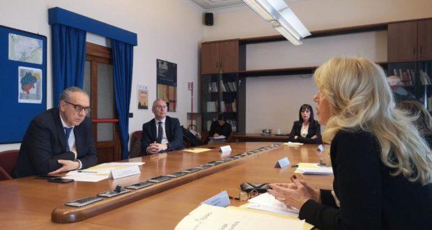 Il nuovo Commissario alla ricostruzione, Giovanni Legnini, in Prefettura, a Macerata, con il presidente della Regione, Luca Ceriscioli