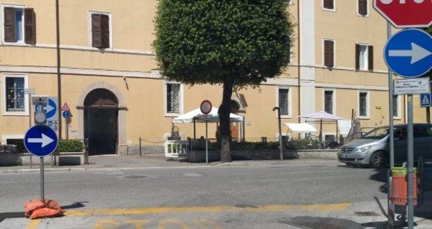 L'incrocio davanti alla Casa di riposo con la nuova segnaletica
