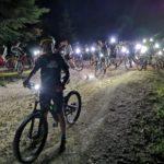 Un momento della pedalata notturna