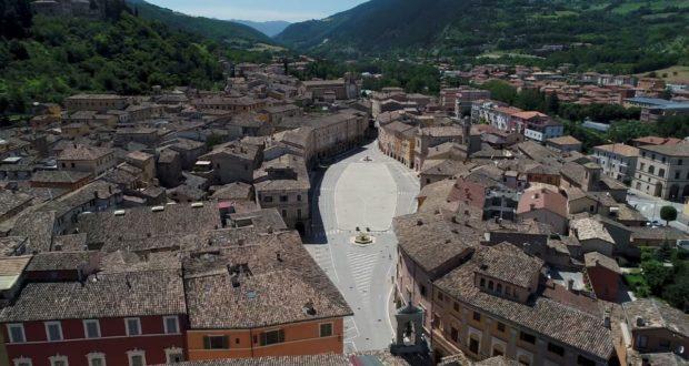 Un'immagine di piazza tratta dal nuovo video promozionale