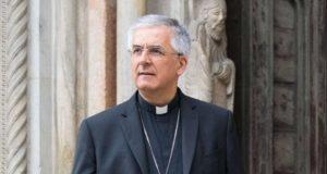 Il vescovo Antonio Napolioni
