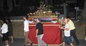 """La processione con l'urna di Santa Margherita (foto d'archivio tratta dal sito di """"Mo.re.ve."""")"""