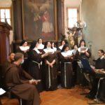 Il coro con le Sorelle Clarisse