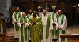 Fra Angelo e i confratelli al termine della messa