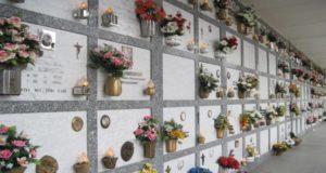 Loculi al cimitero (foto d'archivio)