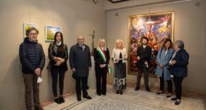 Un momento dell'inaugurazione della mostra con curatori del catalogo e dell'evento