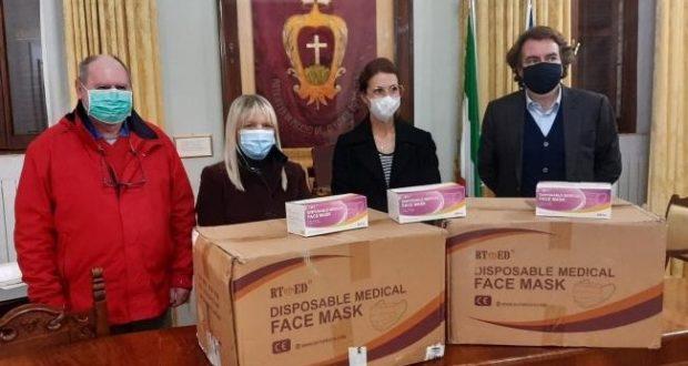 La consegna delle mascherine a Potenza Picena