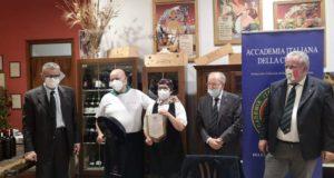 Secondina e Paolo Severini premiati dagli accademici maceratesi