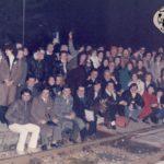 """In stazione per la trasferta in treno a Civitanova con il gruppo dell'associazione """"Qui sotto non ce pioe"""""""