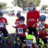 Il tecnico Aquili con alcuni giovani ciclisti
