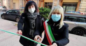 Il sindaco Rosa Piermattei e la titolare Simona Marcucci