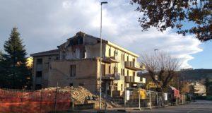 L'edificio di via Zampa che sarà presto completamente demolito e poi ricostruito