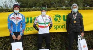 La premiazione con la medaglia d'argento ai Campionati italiani