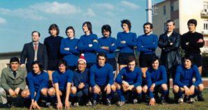 Giovanni Foresi (il secondo in piedi da destra) a San Severino nelle vesti di allenatore della Settempeda