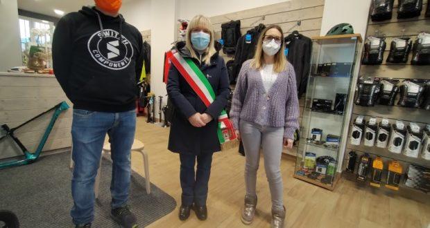 """Il sindaco in visita alla """"FM Bike Service di Francesco Mosciatti"""