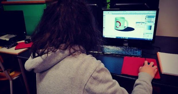 """Un'alunna del corso di Grafica e comunicazione dell'Itis """"Divini"""""""