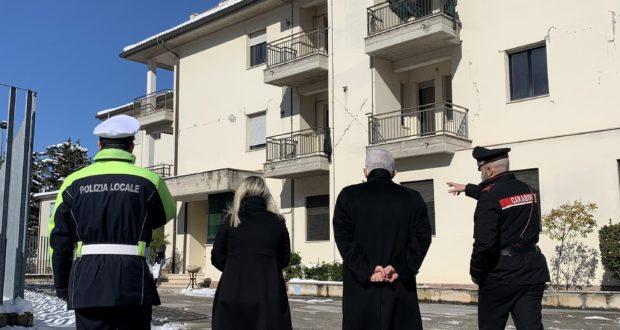 Il Prefetto in caserma per il problema della ricostruzione dell'edificio lesionato dal sisma