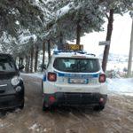Auto della Polizia locale in via Bramante
