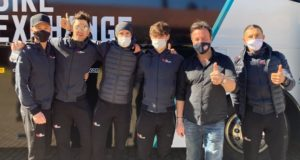 Massimiliano Caciorgna con un gruppo della Bike Exchange