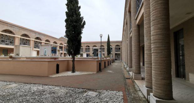 Un lato del cimitero di San Michele