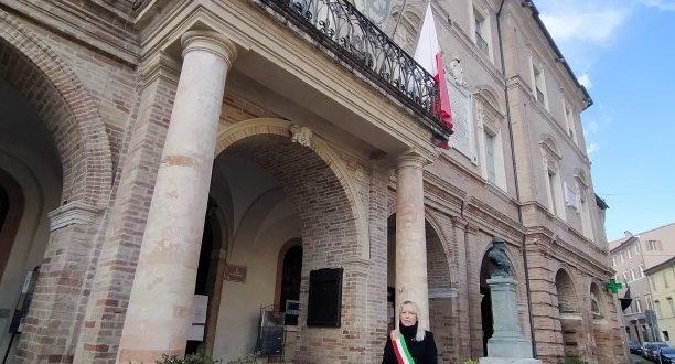 Bandiere a mezz'asta in Municipio e un minuto di raccoglimento del sindaco a nome di tutta la città