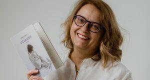 Donatella Pazzelli con il suo nuovo romanzo