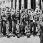 Le formazioni partigiane sfilano a Milano