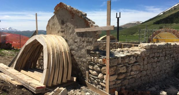 La chiesa in fase di ricostruzione