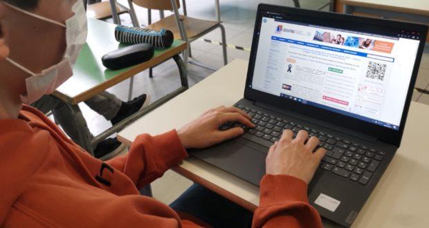 """Studenti del """"Dini"""" impegnati nella scelta del loro futuro post diploma"""