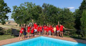Foto di gruppo in piscina
