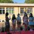 Le ragazze sul palco della premiazione assieme alla loro preside