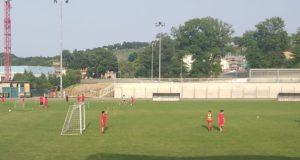"""Alcuni bambini allo stadio per il """"Settempeda soccer camp"""""""