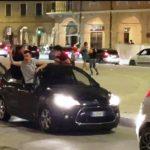 """""""Caroselli"""" di auto in piazza"""