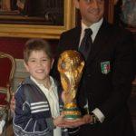 Giorgio Cipolletta (figlio di Gabriele) con la Coppa del mondo