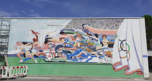 Nuovi colori per il murale delle Medie