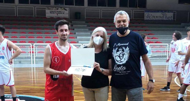 """Rita Serrani alla premiazione del """"Memorial Toti Barone"""""""