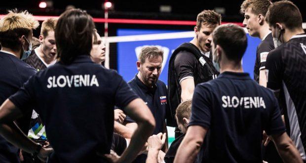 Il coach Giuliani con gli atleti della Slovenia