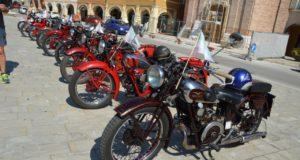 Moto Guzzi in piazza