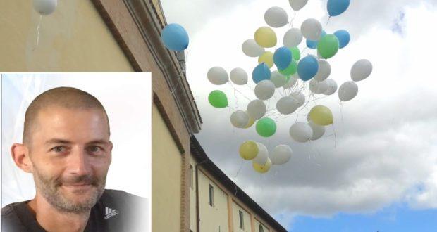 Daniele Borri e i palloncini lanciati in cielo per il suo funerale