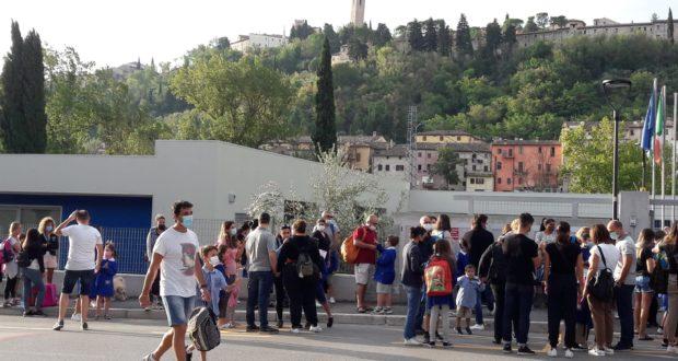 Bambini a scuola in via D'Alessandro