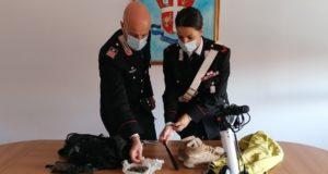 Il materiale sequestrato dai carabinieri di San Severino