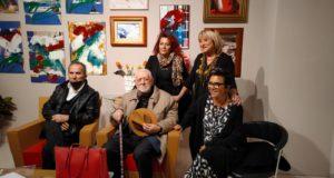 Gli artisti in mostra e la curatrice dell'evento